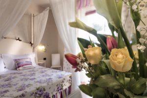fotografo resort per interni camera con fiori